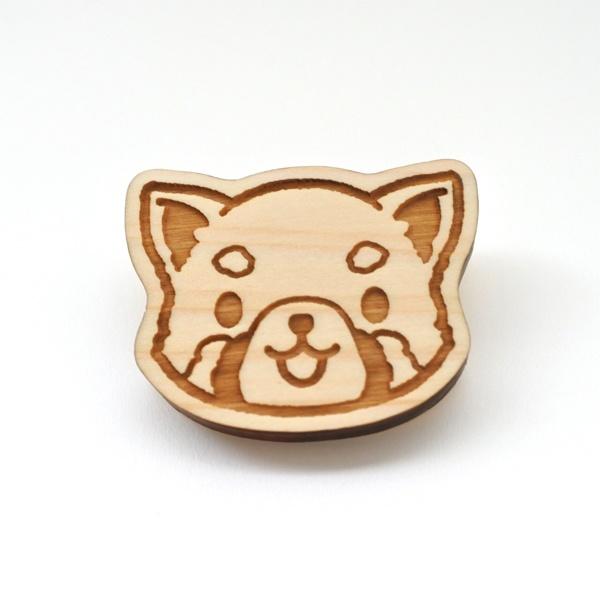レッサーパンダの木製バッジ