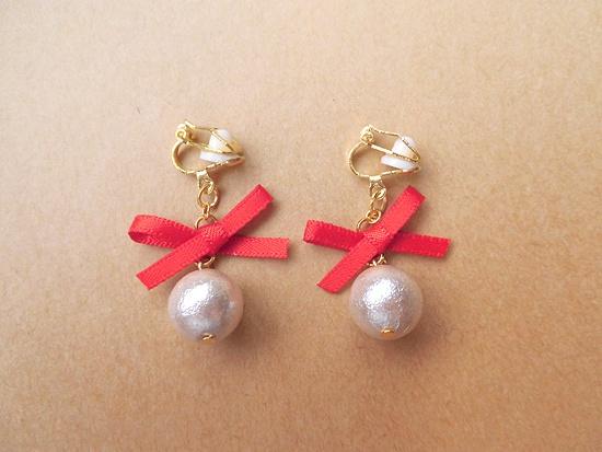 オーナメントパールのイヤリング(red×silver pearl)