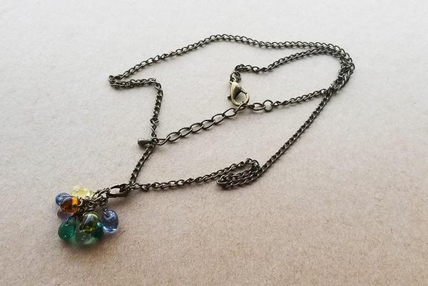 カラフルガラスドロップのネックレス