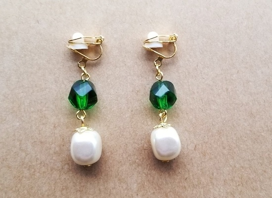 カラフルガラスのイヤリング(緑・パール)
