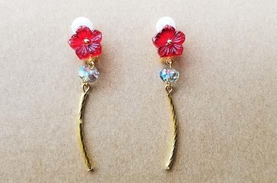赤花ガラスカボションのイヤリング