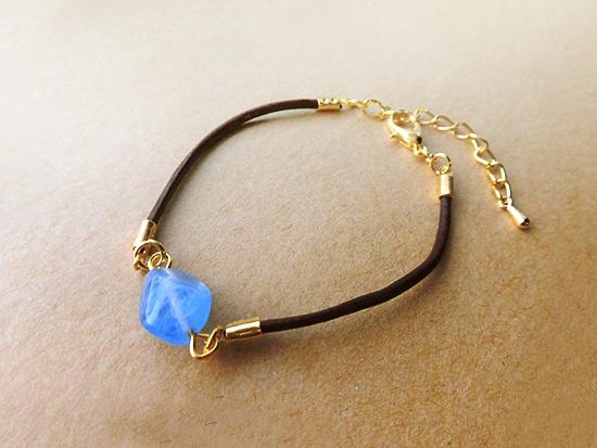ヨーロッパヴィンテージガラスの革紐ブレスレット(カラーバリエあり)