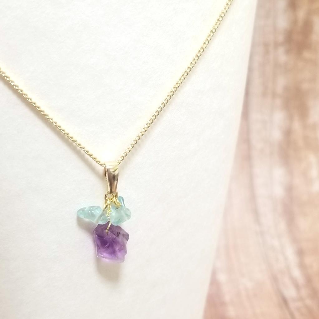 一薬カラーの天然石ネックレス