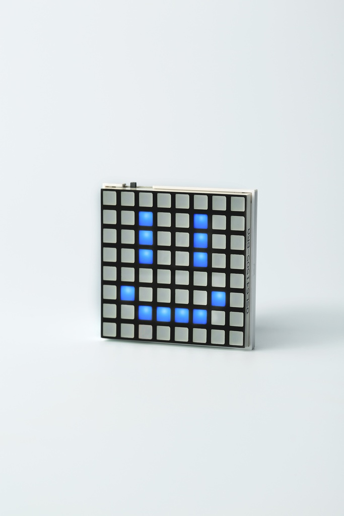 Hicarix Badge (BLUE) - アプリで個性を表現するLEDバッジ
