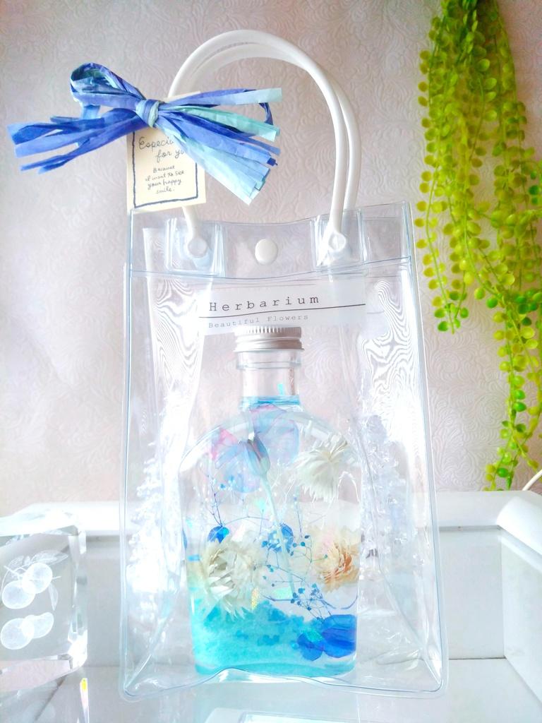 ラッピングバッグ付きハーバリウム 蝶 ウィスキーボトル ブルー