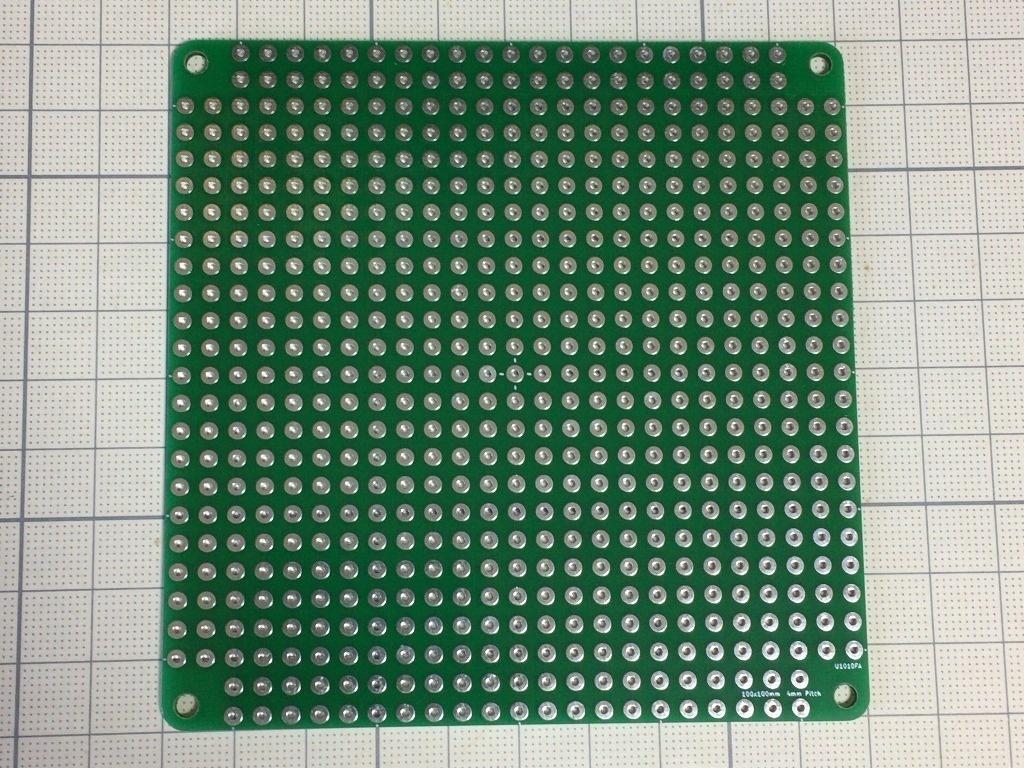 珍品)電子工作用4mmピッチのユニバーサル基板 10cm角1.6mm厚 緑色