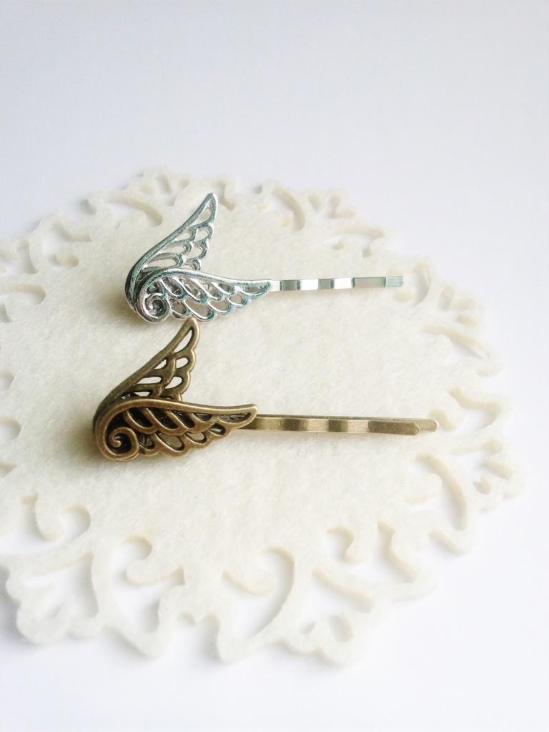 小さな天使のヘアピン