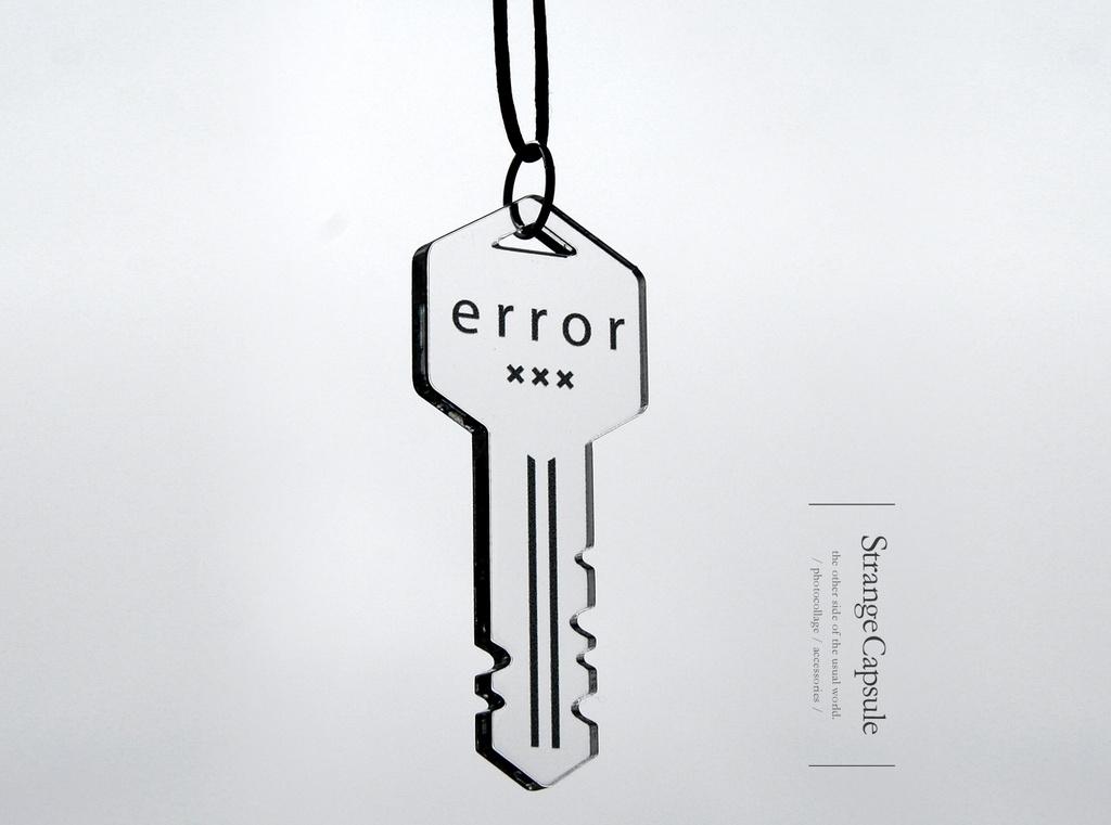【error key】ロングコードネックレス│アクリルアクセサリー││ユニーク│個性的│メンズ│モード系│鍵│ストリート