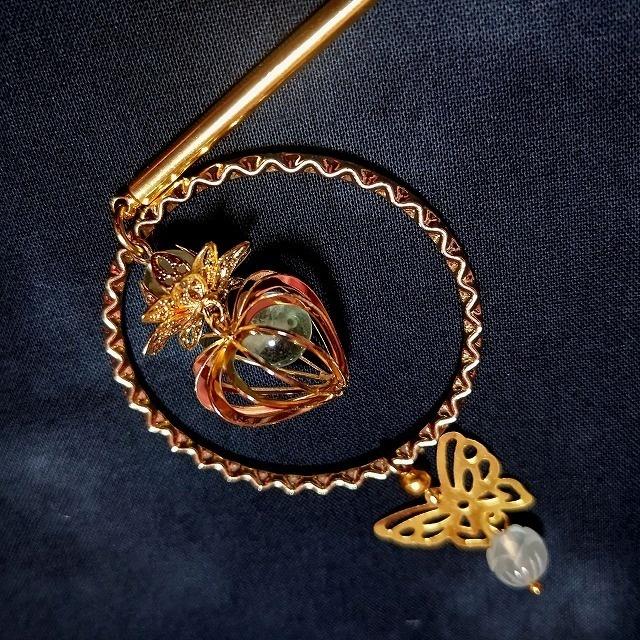 鬼灯と蓮花と蝶とフローライトの簪 ゴールドカラー