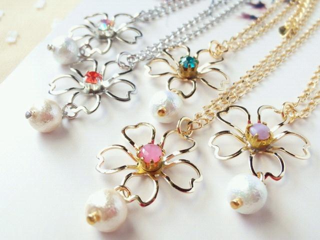 桜とコットンパールのドール用ネックレス