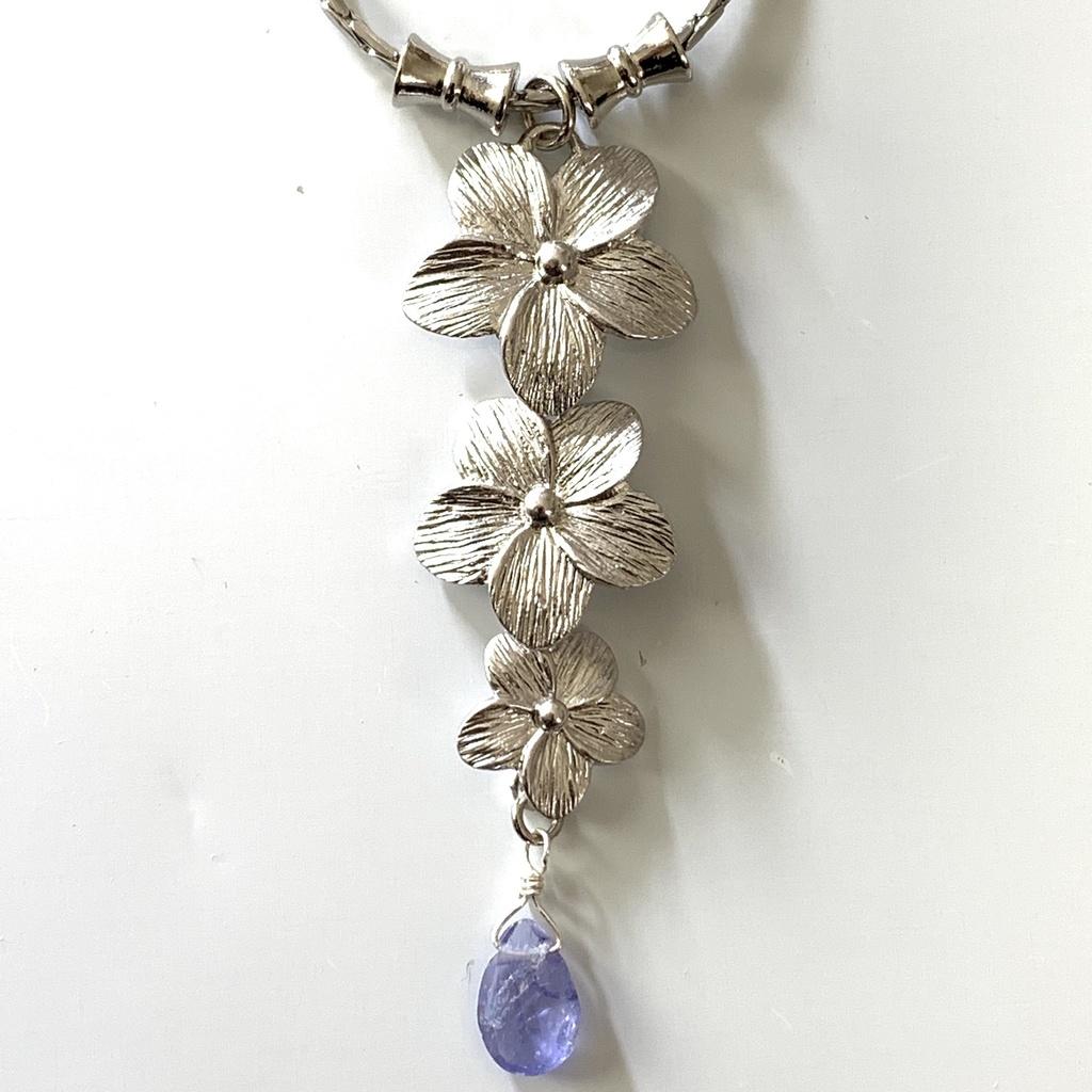 タンザナイトと紫陽花のネックレス