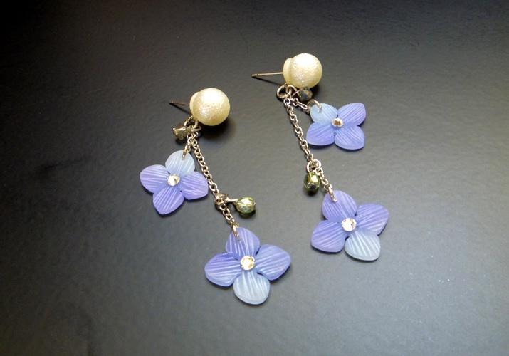 揺れる紫陽花のピアス(イヤリング変更可)
