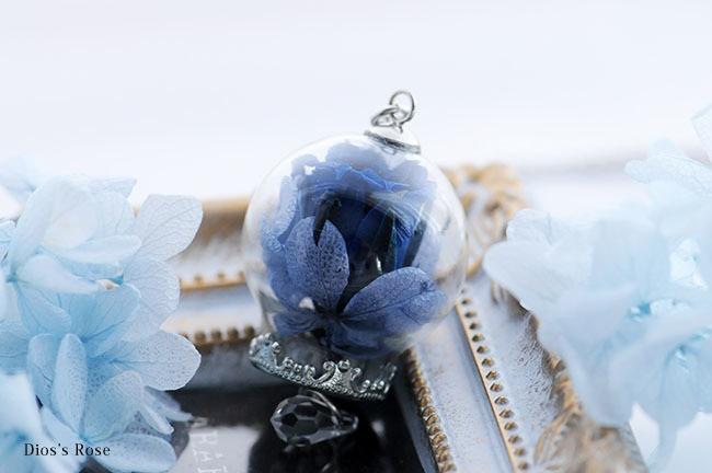 青薔薇のガラスドームペンダント