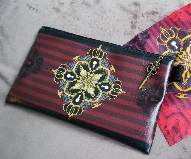 王冠鍵のポーチ(赤)