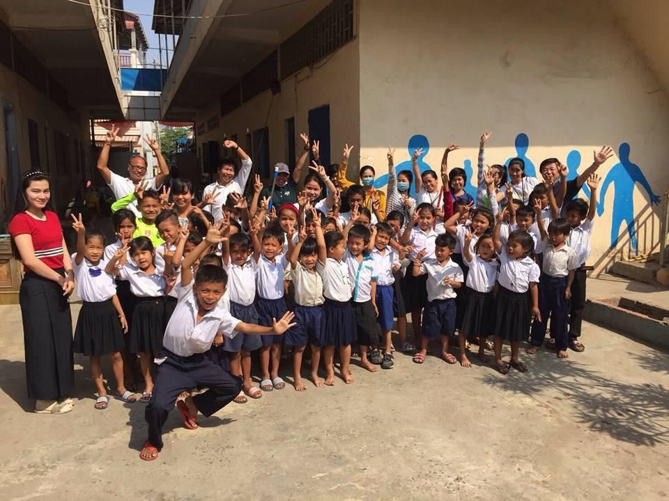 動画購入で直ぐに支援出来ます。カンボジア孤児院