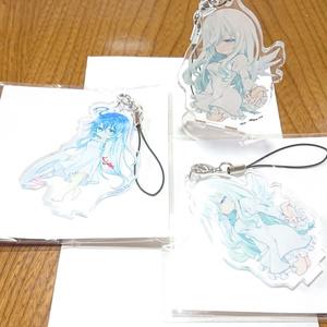 創作:白髪羽根つき女の子台座付きアクリルストラップ
