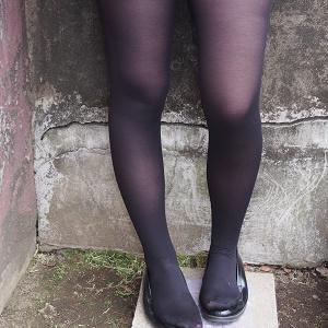 激安大量まとめ売り!もち肌超美少女!19歳女子大生タイツ・ストッキング写真集