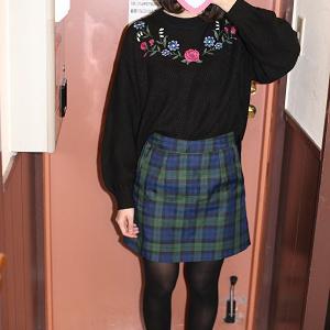 高校卒業したばかり☆スレンダー☆美脚美少女☆パンチラばかり☆(激安まとめ売り)前編