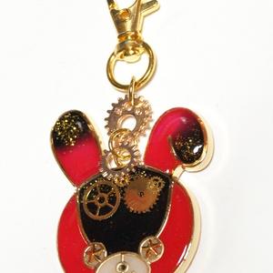 「赤×黒」うさぎと林檎:UVレジンキーホルダー「歯車」