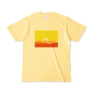 槍に刺さる夕陽 Tシャツ(ライトイエロー)