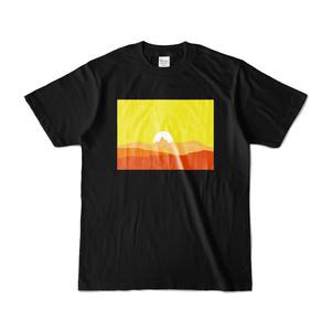 槍に刺さる夕陽 Tシャツ(ブラック)