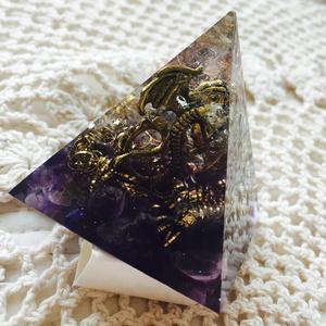 オルゴナイト ピラミッド《ドラゴン金》アメジスト