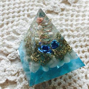 オルゴナイト ピラミッド《ブルーローズ》翡翠