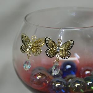 カワイイ蝶々ピアス