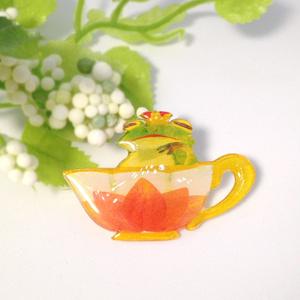 カエルのカップブローチ