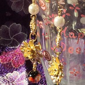 蓮と蛍ガラスのイヤリング