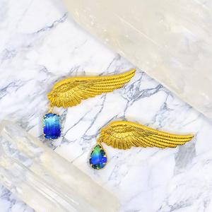 空の羽ブローチ1