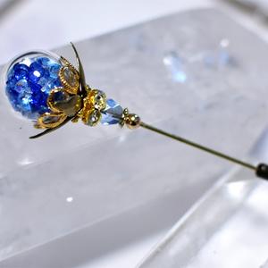 青魔道士のガラスドームハットピン