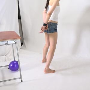 手拘束と目隠し動画513