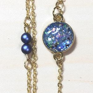 青と金のY字形ネックレス