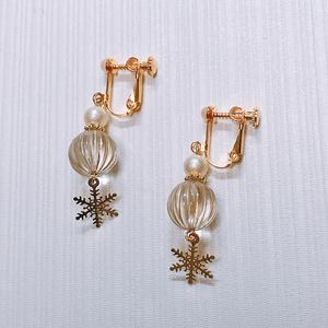 【ジョジョ 7部雪の中の乾杯イメージ】ガラスと結晶チャームのイヤリング