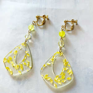 イヤリング color:yellow