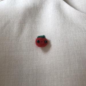 ミニトマトのブローチ