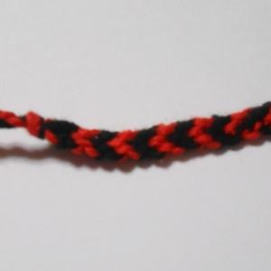 買って応援☆ 手作り ミサンガ 赤黒V あなたと絆結びます とらなねこ