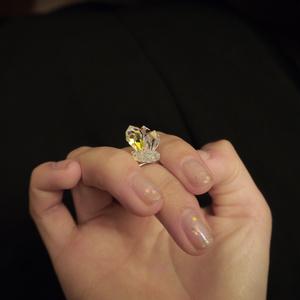 指先が結晶化するリング