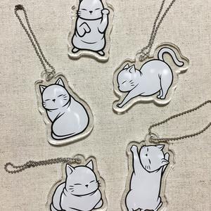 白猫のミニアクリルキーホルダー