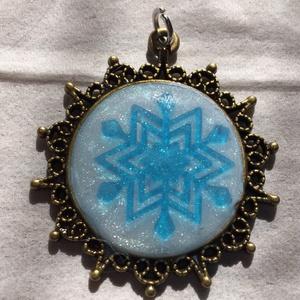 雪の結晶のペンダントトップ