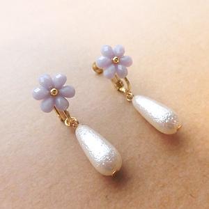 小花とパールドロップのイヤリング