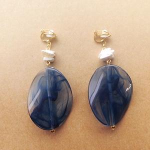 シェル×クリアマーブルのイヤリング(blue)