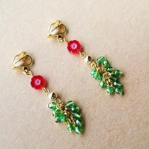 赤い小花のイヤリング