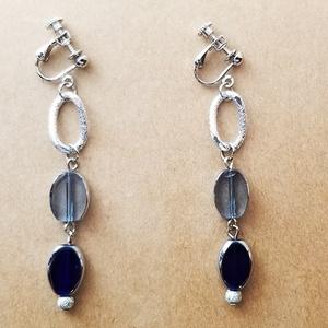 ブルーステンドガラスのイヤリング(A)