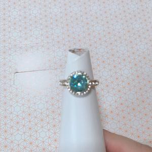 青緑色のリング