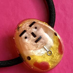 サイタマ先生のツルリと光るタマゴ型ヘアゴム