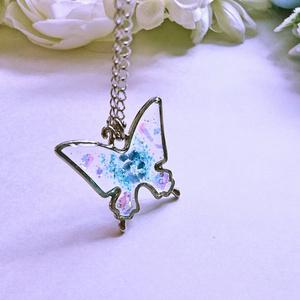 蝶のネックレス(銀)【レジンアクセサリ】