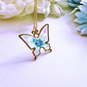 蝶のネックレス【レジンアクセサリ】