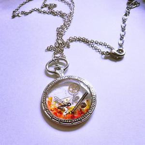 時計のネックレス(赤)【レジンアクセサリ】